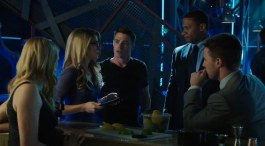 arrow-season-2-deleted-scenes-and-bloopers-including-deathstroke-dancing-and-a-shocking-alternate-scene-0248f81d-49f4-485e-bc0a-e94909a290f0-png-144931