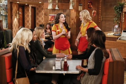 2-broke-girls-and-the-model-apartment-4x06-promotional-picture-2-broke-girls-37923150-596-397