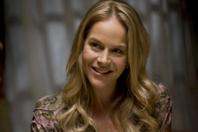 julie-benz-dexter-tv-series-2x06-stills-hq-01-1500