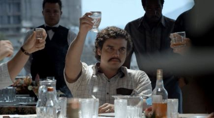 netflix-and-heat-why-you-should-be-watching-narcos-wagner-moura-steals-every-scene-in-na-699062