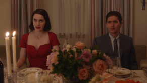 the-marvelous-mrs-maisel-season-1-episode-2-ya-shivu-v-bolshom-dome-na-kholme-midge-and-joel