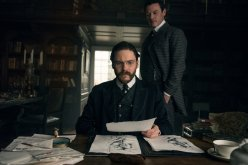 Alienist-Still-S1E01-15-Kreizler-Moore-Drawings